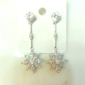 Jewelry - ✨ Cubic Zirconia Starburst Earrings